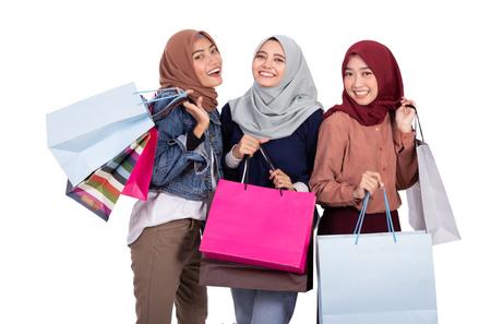 Foto de muslim woman with shopping bag isolated - Imagen libre de derechos