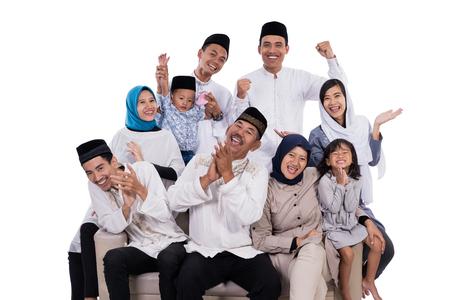 Photo pour asian muslim family eid mubarak ramadan kareem - image libre de droit