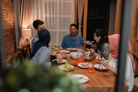 Foto de asian muslim family dinner together. break fasting - Imagen libre de derechos