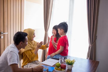 Photo pour enjoy family time together - image libre de droit
