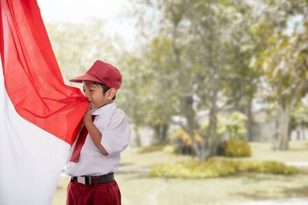 Photo pour student kiss indonesia flag - image libre de droit