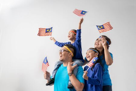 Photo pour Excited malaysian sport fans supporter - image libre de droit