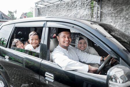 Photo pour muslim family holiday - image libre de droit