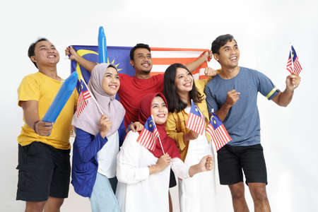 Photo pour excited asian young supporter holding malaysia flag - image libre de droit
