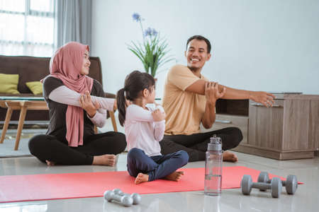 Foto de beautiful family exercising at home together - Imagen libre de derechos