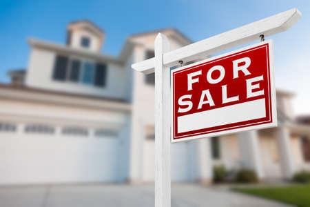 Foto de Home For Sale Real Estate Sign in Front of New House. - Imagen libre de derechos
