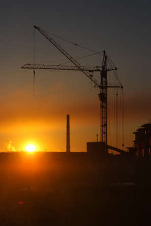 Photo pour Fiery sunrise over an industrial area - image libre de droit