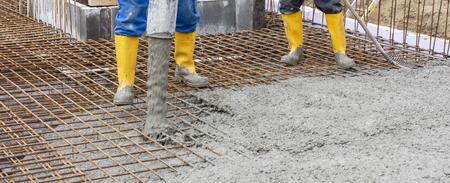 Photo pour foundation of an new built house in construction - image libre de droit