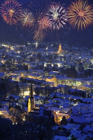 Foto de illuminated city Garmisch-Partenkirchen at cold winter night - Imagen libre de derechos