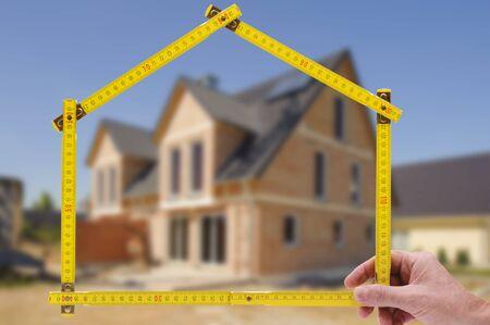 Photo pour newly built house with a yardstick - image libre de droit