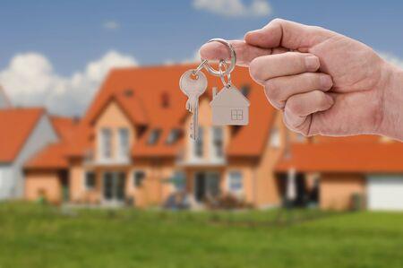 Photo pour newly built home with a house key - image libre de droit