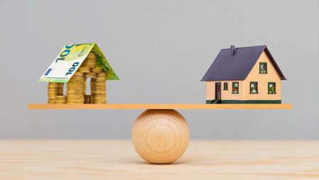 Photo pour Financing of housing construction by the bank - image libre de droit