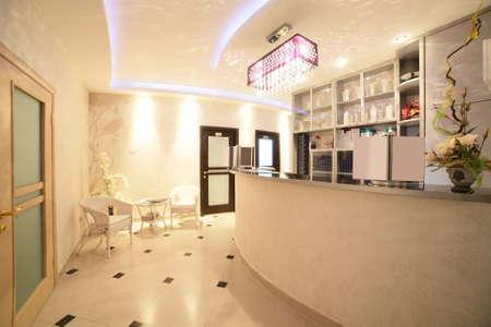Photo pour brand new interior of european beauty salon - image libre de droit