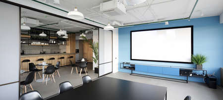 Photo pour meeting room with projector in modern office - image libre de droit