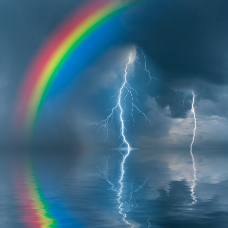 Photo pour Colorful rainbow over water, thunderstorm with rain and lightning on background - image libre de droit