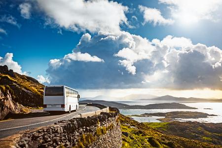 Photo pour Tourist bus traveling on mountain road. Ring of Kerry, Ireland. Travel destination - image libre de droit
