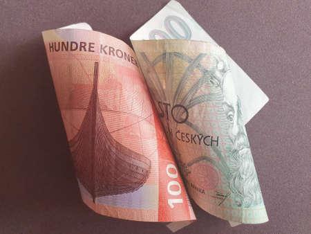 Photo pour Norwegian banknote of 100 kroner and Czech bill of 100 korun - image libre de droit