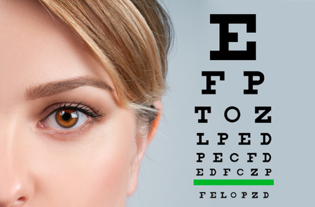 Foto de Close up image of an eye and vision test chart - Imagen libre de derechos