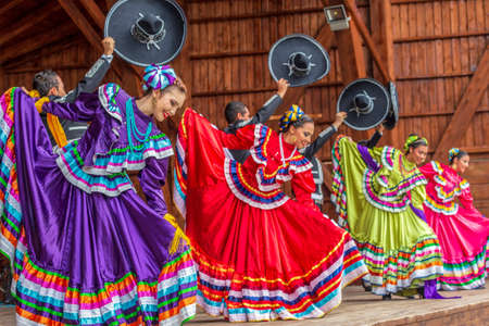 Photo pour TIMISOARA, ROMANIA - JULY 8, 2018: Group of dancers from Mexico in traditional costume present at the international folk festival - image libre de droit