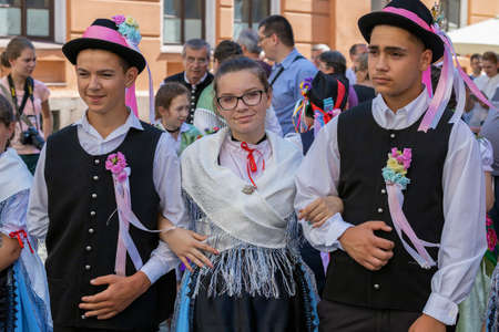 Photo pour TIMISOARA, ROMANIA - JUNE 16, 2019: The parade of the Swabian folk costumes on the occasion the days of the Germans in Banat and the meeting of the Swabian people, organized by the German Forum. - image libre de droit