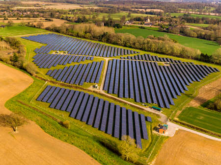Photo pour Hothfield solar farm, Kent - image libre de droit