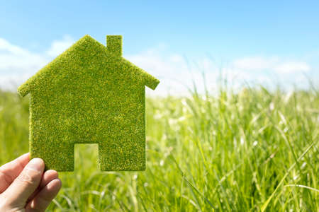 Photo pour Green eco house environmental background in grass field for future residential building plot - image libre de droit