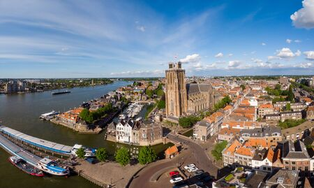 Photo pour Dordrecht Netherlands, skyline of the old city of Dordrecht with church and canal buildings in the Netherlands - image libre de droit