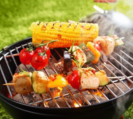 Foto für Vegetarian bbq and corncob on a grilling pan - Lizenzfreies Bild