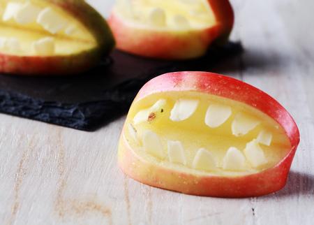 Foto de Creative Halloween apple with teeth in a cutout shape with an open mouth for a healthy scary trick-or-treat favor - Imagen libre de derechos