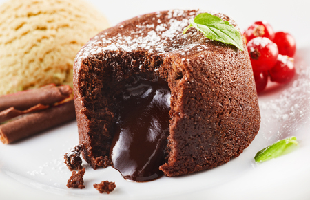 Photo pour Close up view of lava cake filled with chocolate against ice cream and berries - image libre de droit