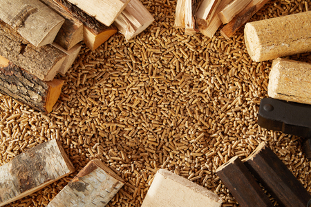 Foto de Background made up completely of mounds of wooden pegs and chopped timber logs. Includes copy space. - Imagen libre de derechos