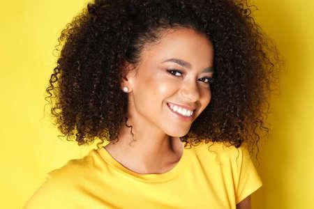Photo pour Beautiful african american female model. - image libre de droit