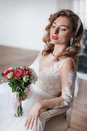 Photo pour Stock Photo - Portrait of beautiful young bride - image libre de droit