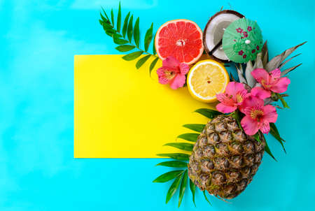 Photo pour Tropical fruits background with pineapple, beach wedding invitation card or summer banner - image libre de droit