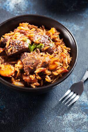 Photo pour Giouvetsi - Greek beef and orzo stew. Balkanian cuisine - image libre de droit