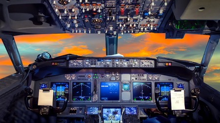 Photo pour airplane cockpit Flight Deck in sunset - image libre de droit