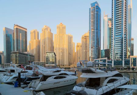 Photo pour DUBAI, UAE - JAN 25, 2016: Dubai Marina canal and architecture skyscrapers, yacht ship vessel boat landscape in United Arab Emirates - image libre de droit