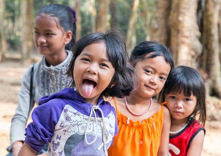 Photo pour Cambodia, Siem Reap - Feb 25, 2015 : Ethnicity Diversity Group of Kids Friendship Cheerful Shows the language - image libre de droit
