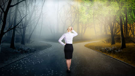 Foto de businesswoman has to decide which direction is better - Imagen libre de derechos