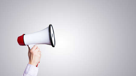 Photo pour hand with megaphone - image libre de droit