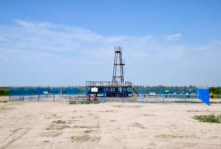 Photo pour Oil well. The equipment and technologies on oil fields. - image libre de droit