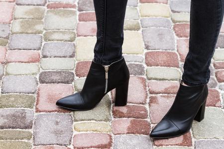 Photo pour Girl in fashionable shoes legs - image libre de droit