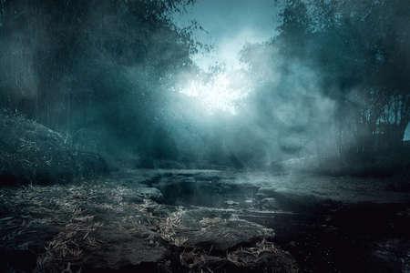 Photo pour Creepy river - image libre de droit