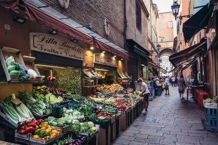 Foto per Bologna, Italy - September 30, 2019: Greegrocery store with fruits and vegetables located on Pescherie Vecchie in historic part of Bologna city - Immagine Royalty Free