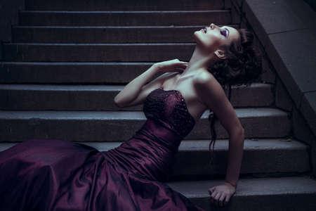 Foto de Beautiful woman in violet dress - Imagen libre de derechos