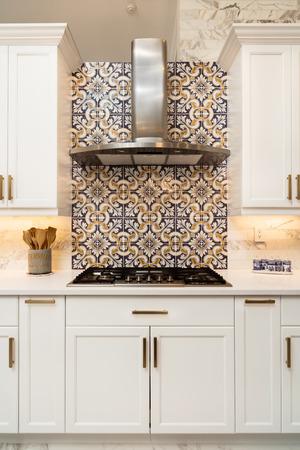 Foto de Beautiful luxury home kitchen with white cabinets. - Imagen libre de derechos