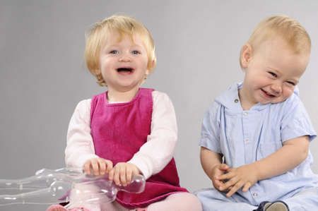 Foto de beautiful babies laughing and playing together - Imagen libre de derechos