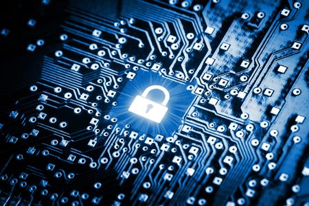 Photo pour Lock on computer chip - technology security concept - image libre de droit
