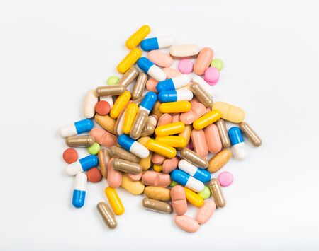 Photo pour set of multi-colored tablets and capsules on a white background - Image - image libre de droit