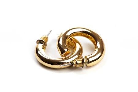 Photo pour golden earrings isolated on white background - image libre de droit